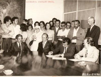 Assinatura do Contrato com a CEMIG - Década de 70.jpg