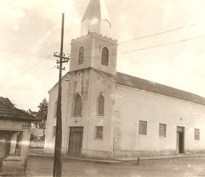 Igreja Matriz de Santa Terezinha década de 70.jpg