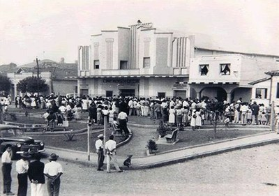 Inauguração do Cine Monsenhor Otaviano - Década de 60.jpg