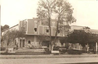 Praça Benedito Valadares, ao fundo cinema - Década de 70.jpg